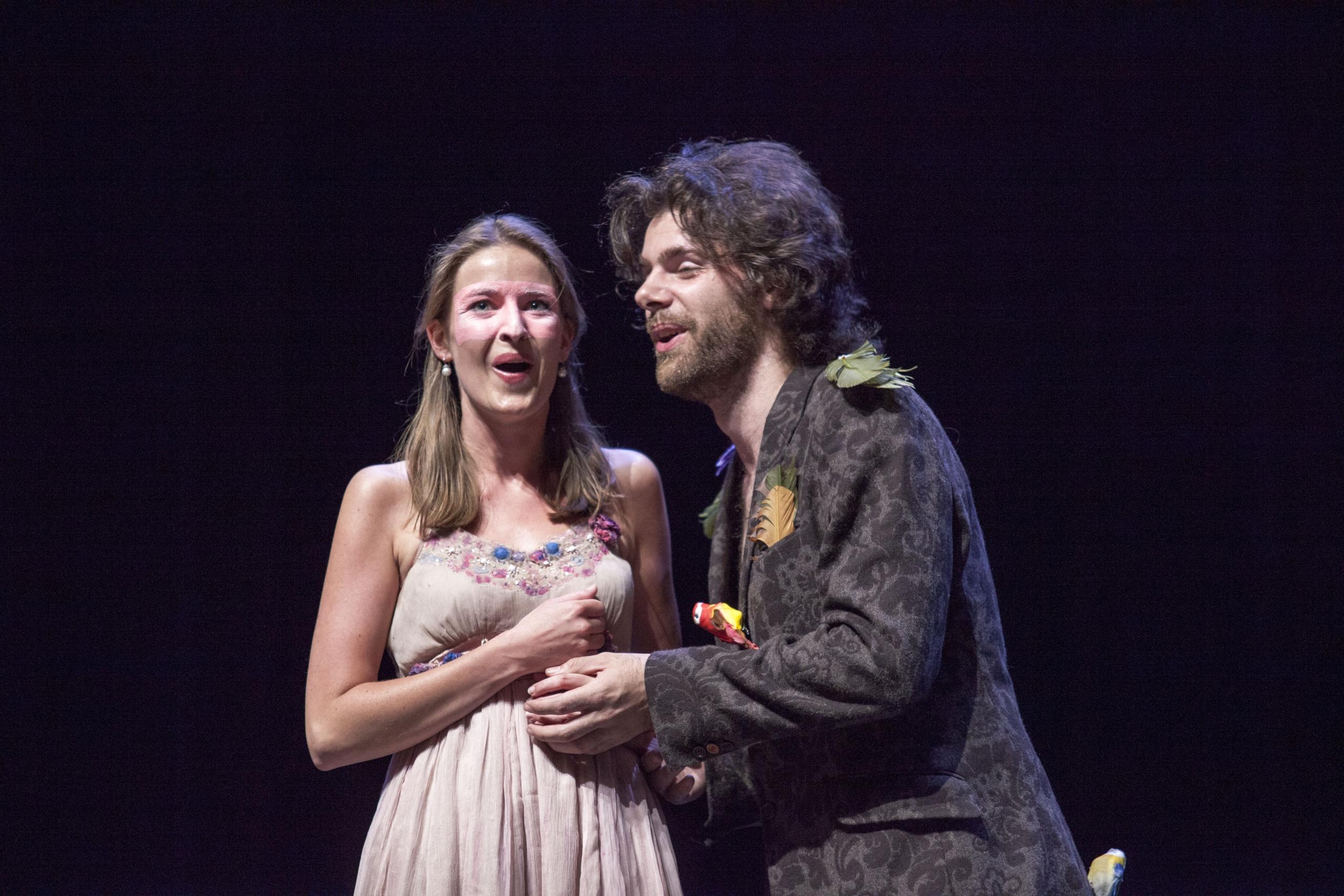 Papagena (Marlotte van 't Hoff) en Papageno (Raoul Reimersdal)